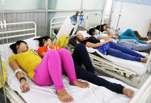 Tp.HCM: Hàng trăm công nhân ngộ độc thực phẩm - Ảnh 1