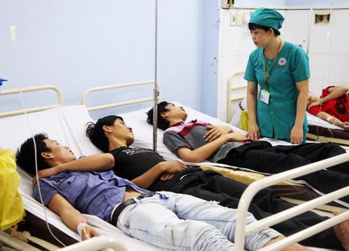 Tp.HCM: Hàng trăm công nhân ngộ độc thực phẩm - Ảnh 3