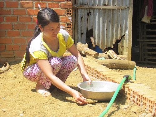 Phú Yên: Người dân phải mua nước với giá 100 nghìn đồng/m3 - Ảnh 1
