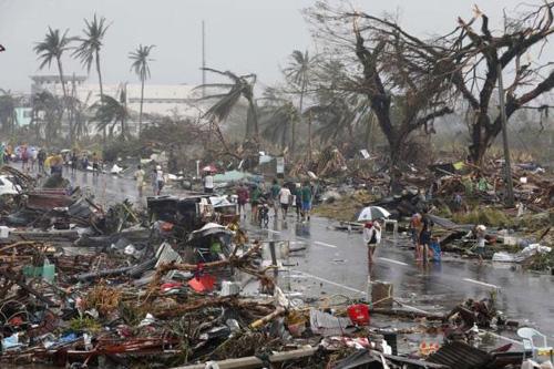 Bão Haiyan: Người Việt ở địa ngục Tacloban mong đồ ăn từng giây - Ảnh 2