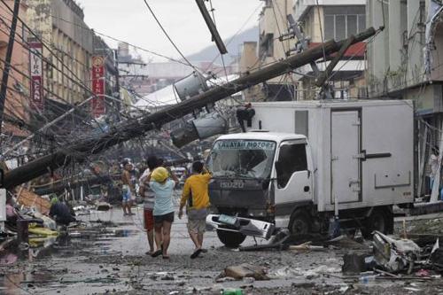 Bão Haiyan: Người Việt ở địa ngục Tacloban mong đồ ăn từng giây - Ảnh 3