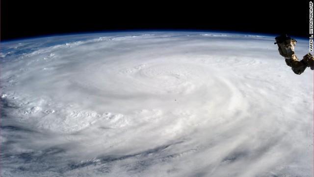 1.200 người dân Philippines có thể đã thiệt mang do bão Haiyan - Ảnh 2