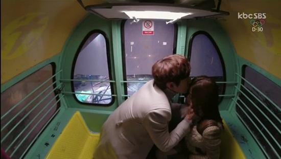 """Clip: """"Dại gái"""" như Kim Soo Hyun - Ảnh 1"""