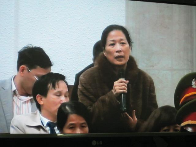 Dương Chí Dũng đọc thơ, chúc sinh nhật vợ tại tòa - Ảnh 2