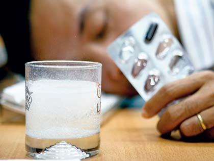Thuốc giải rượu, coi chừng suy gan, mất trí nhớ... - Ảnh 1