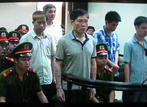 Cựu đại tá Dương Tự Trọng được giảm án 2 năm tù  - Ảnh 2