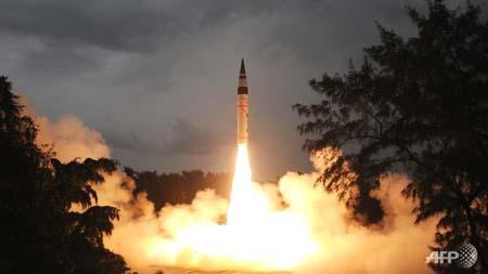 Ấn Độ thử thành công tên lửa có tầm bắn bao phủ Trung Quốc - Ảnh 1