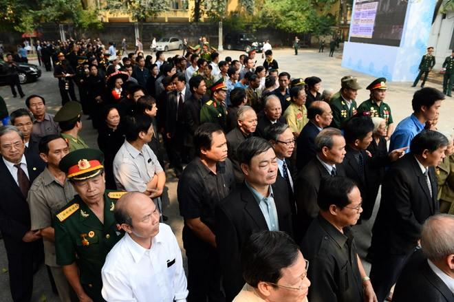 Lễ viếng Đại tướng Võ Nguyễn Giáp kéo dài hết đêm - Ảnh 7