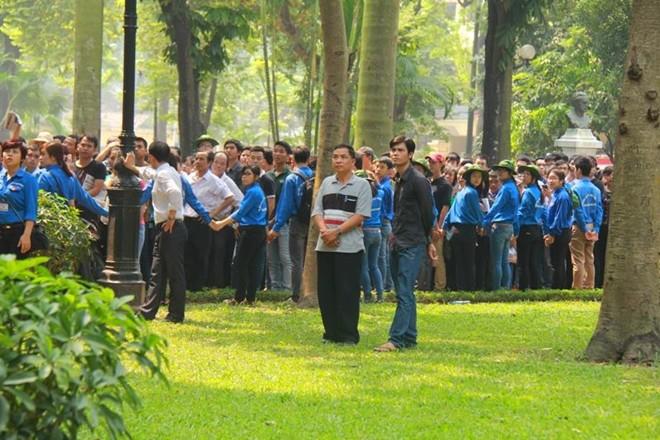 Lễ viếng Đại tướng Võ Nguyễn Giáp kéo dài hết đêm - Ảnh 8