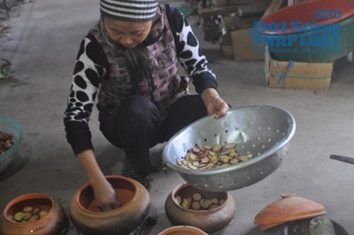 Chùm ảnh: Cá kho làng Vũ Đại vào tết - Ảnh 8
