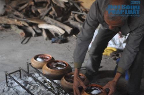 Chùm ảnh: Cá kho làng Vũ Đại vào tết - Ảnh 9