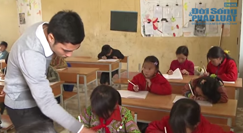 """Thầy giáo 8X """"đứng hình"""" trong ngày đầu tiên đi dạy trẻ vùng cao - Ảnh 1"""