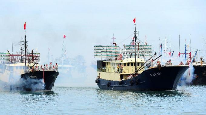 Trung Quốc ngang ngược cấm đánh bắt cá trên biển Đông - Ảnh 1