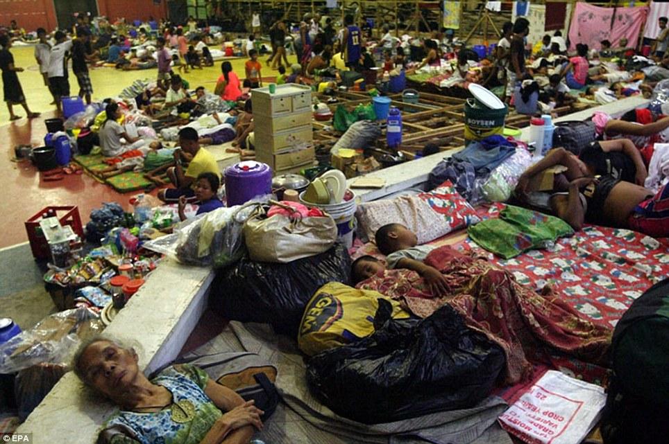 Xót xa Philippines sau siêu bão - Ảnh 12