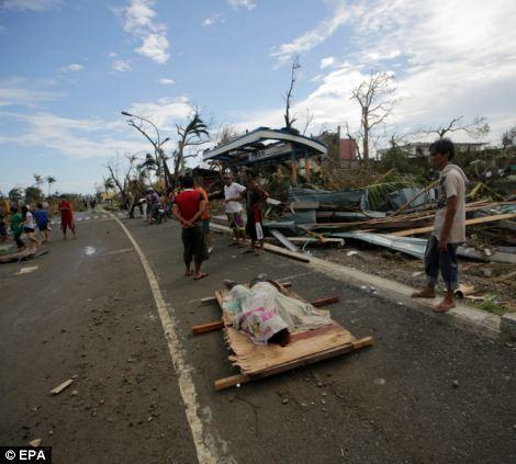 Xót xa Philippines sau siêu bão - Ảnh 9