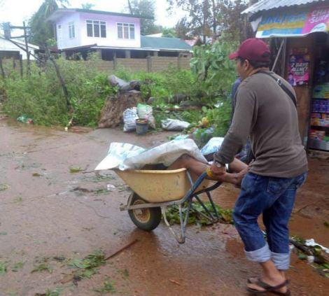 Xót xa Philippines sau siêu bão - Ảnh 10