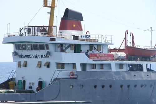 Tình hình Biển Đông: Cận cảnh tàu TQ điên cuồng tấn công tàu VN - Ảnh 11