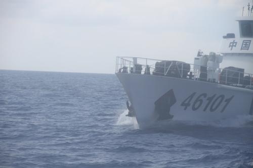Tình hình Biển Đông: Cận cảnh tàu TQ điên cuồng tấn công tàu VN - Ảnh 3