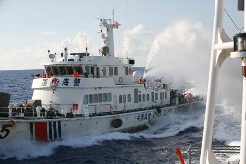 Tình hình Biển Đông: Cận cảnh tàu TQ điên cuồng tấn công tàu VN - Ảnh 6