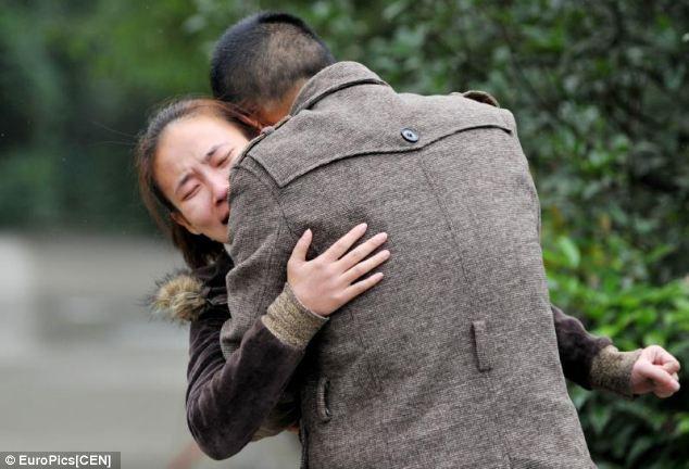 Trung Quốc: Cô giáo bắt học sinh nhảy lầu từ tầng 30 - Ảnh 2