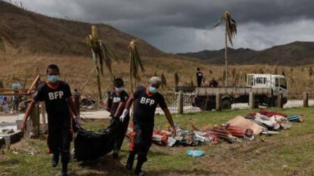 Philippines: Cận cảnh những hố chôn tập thể nạn nhân bão Haiyan - Ảnh 5