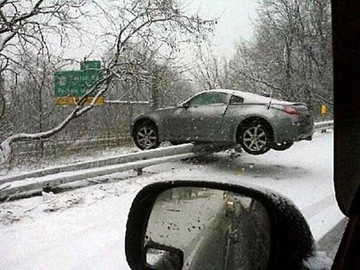 Những tai nạn hy hữu  bất ngờ trên đường - Ảnh 1