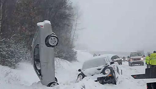 Những tai nạn hy hữu  bất ngờ trên đường - Ảnh 2
