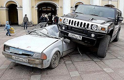 Những tai nạn hy hữu  bất ngờ trên đường - Ảnh 5