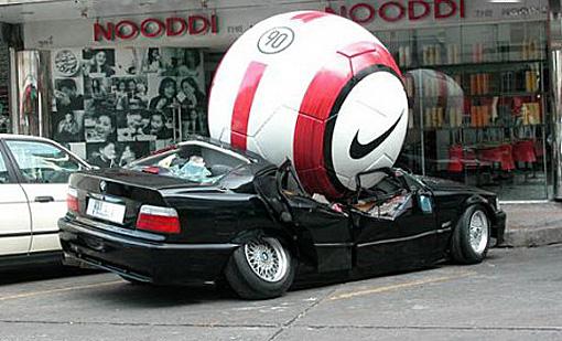 Những tai nạn hy hữu  bất ngờ trên đường - Ảnh 6