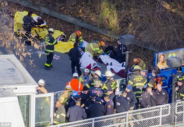 Mỹ: Tàu hỏa trật bánh, ít nhất 4 người chết    - Ảnh 3