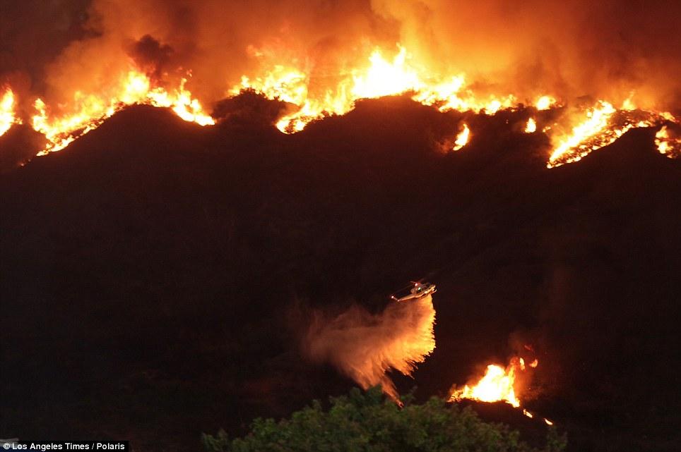Mỹ: Tai họa cháy rừng vì đốt lửa trại - Ảnh 1