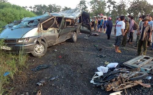 Tai nạn giao thông nghiêm trọng, hàng chục người thương vong  - Ảnh 1