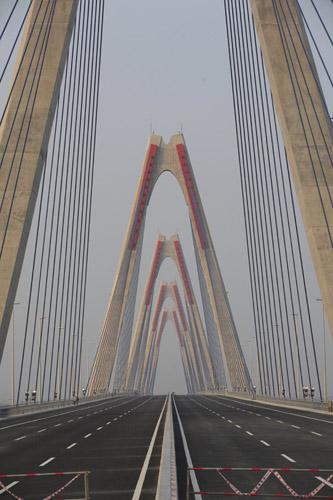 Cầu dây văng dài nhất Việt Nam trước ngày thông xe - Ảnh 4