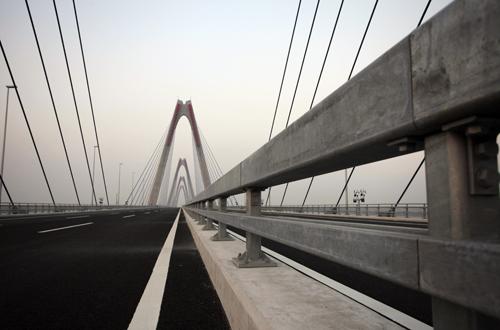 Cầu dây văng dài nhất Việt Nam trước ngày thông xe - Ảnh 7