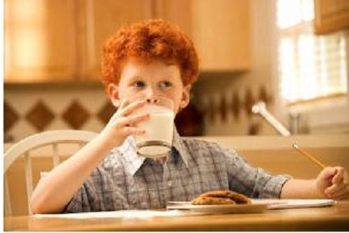 Nguy hại khôn lường khi trẻ uống nhiều nước ngọt - Ảnh 1