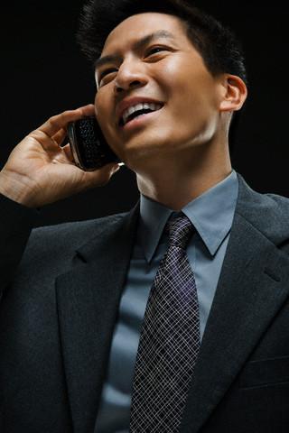Nguy cơ ung thư não tăng vì dùng điện thoại quá nhiều - Ảnh 1