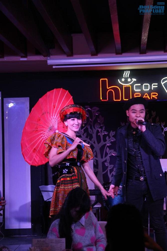 Hoài Nam Sao Mai khóc nghẹn ngào trong minishow đầu tiên - Ảnh 3