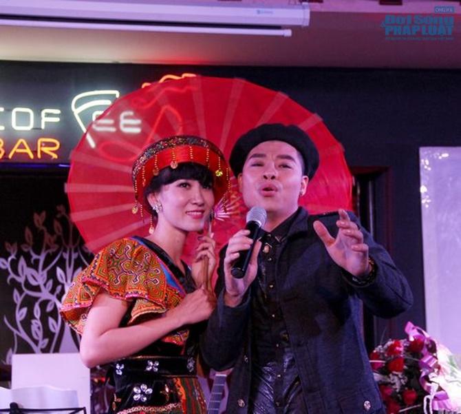 Hoài Nam Sao Mai khóc nghẹn ngào trong minishow đầu tiên - Ảnh 4