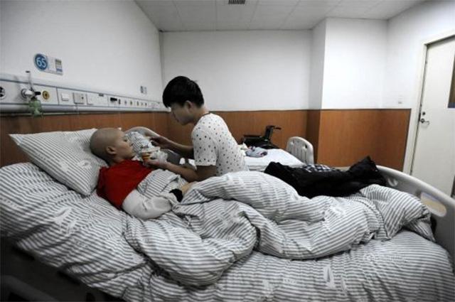 Cảm động chuyện tình chàng trai quyết tâm cưới bạn gái ung thư - Ảnh 2