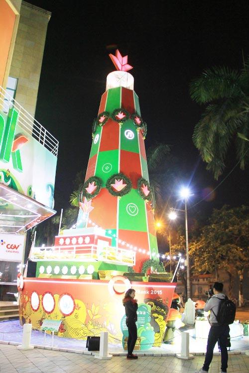 """Những cây thông Noel """"độc"""" nhất Việt Nam - Ảnh 4"""