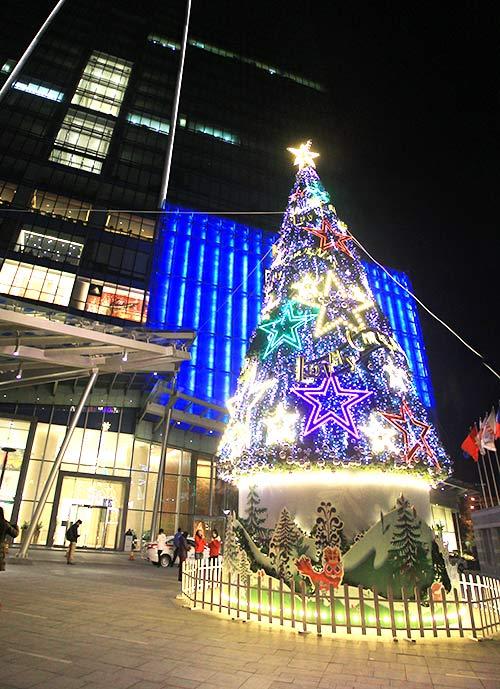 """Những cây thông Noel """"độc"""" nhất Việt Nam - Ảnh 5"""