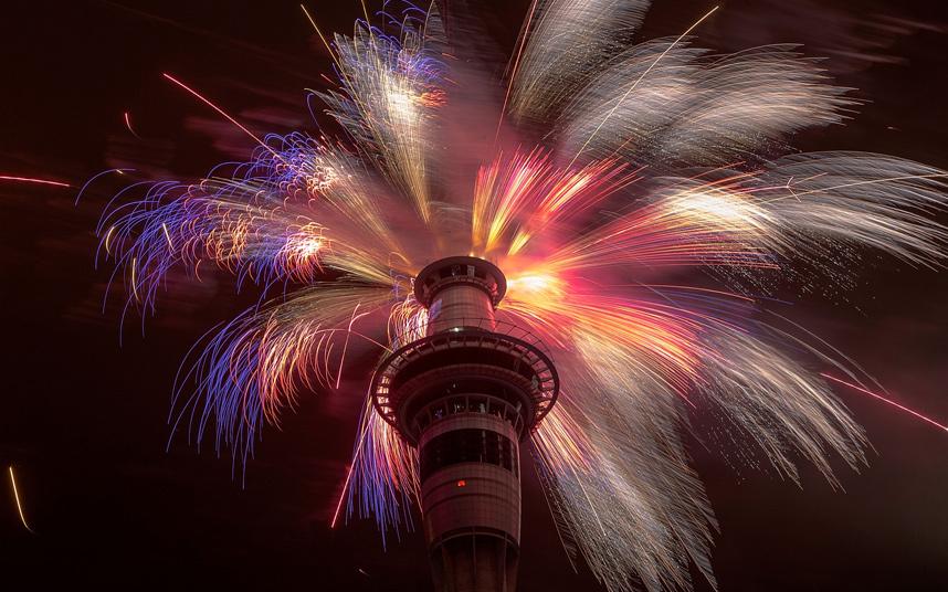 Pháo hoa bung nở khắp thế giới chào đón năm mới 2015 - Ảnh 4