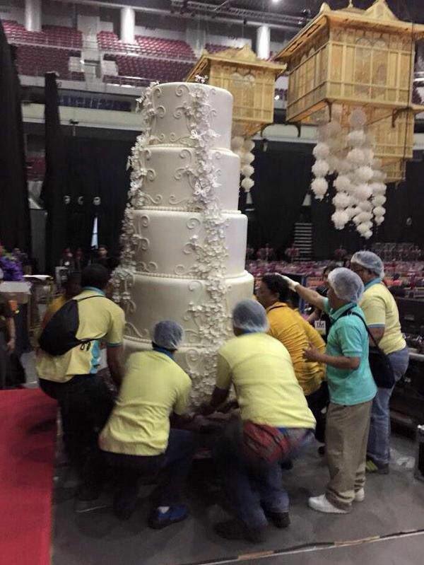 """Chiêm ngưỡng chiếc bánh cưới """"khổng lồ"""" nhất thế giới - Ảnh 1"""