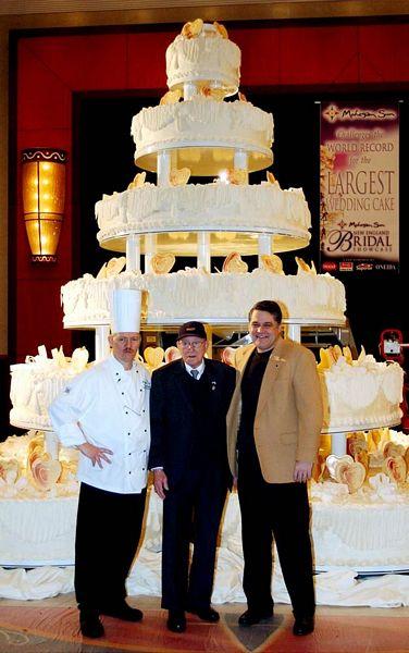 """Chiêm ngưỡng chiếc bánh cưới """"khổng lồ"""" nhất thế giới - Ảnh 2"""