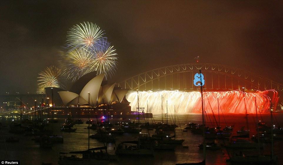 Chiêm ngưỡng màn pháo hoa rực rỡ chào năm mới 2015 ở Australia - Ảnh 1