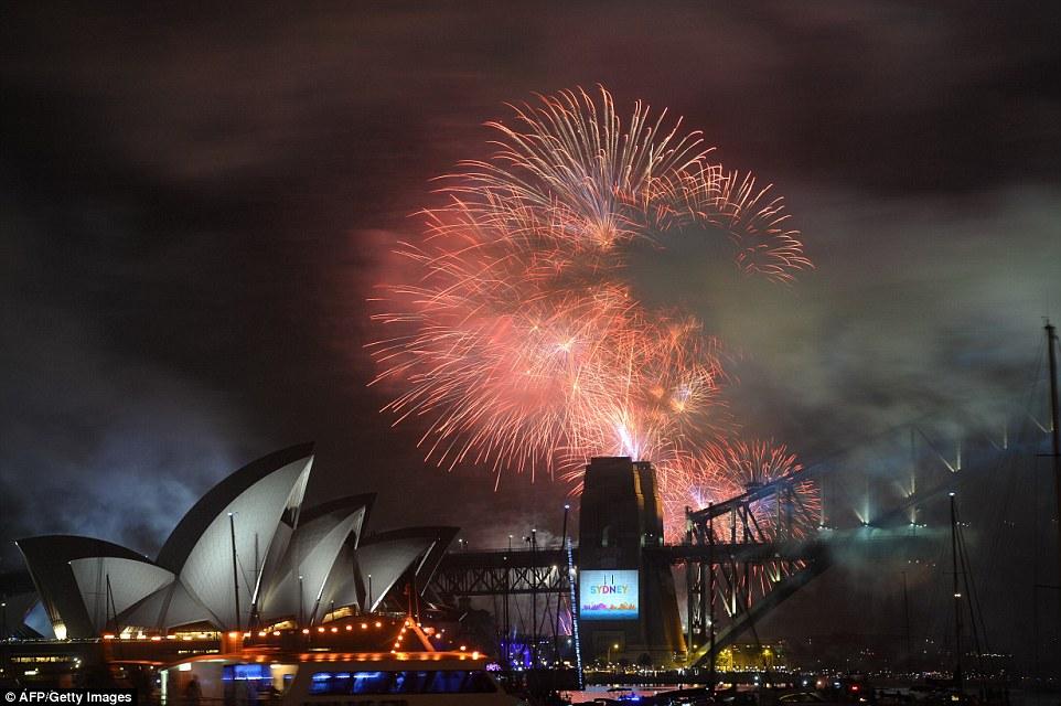Chiêm ngưỡng màn pháo hoa rực rỡ chào năm mới 2015 ở Australia - Ảnh 3