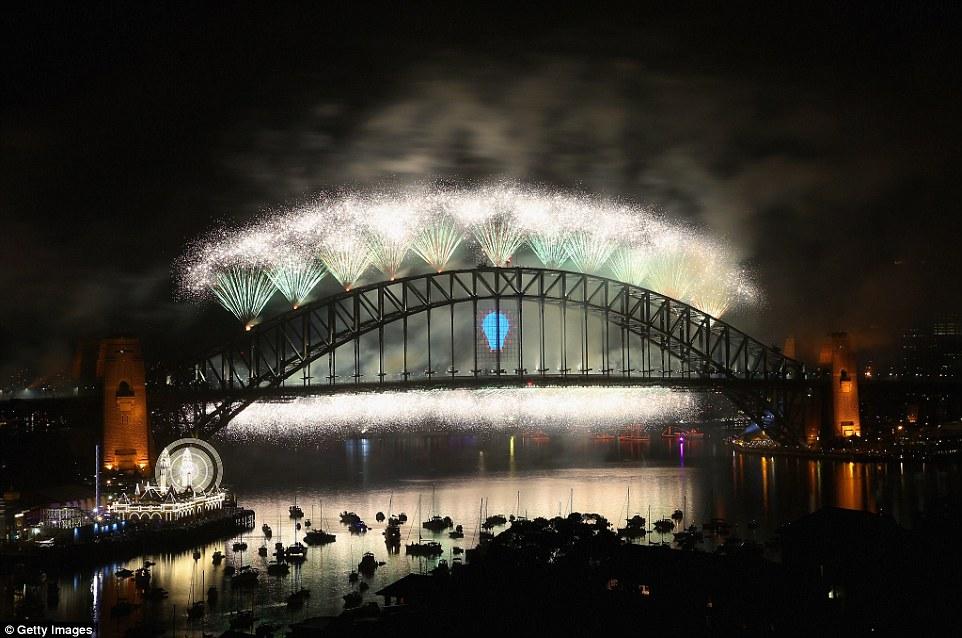 Chiêm ngưỡng màn pháo hoa rực rỡ chào năm mới 2015 ở Australia - Ảnh 5