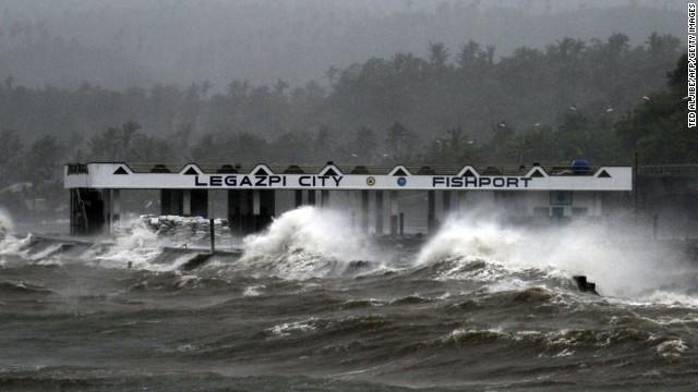 Chùm ảnh bão Hagupit đổ bộ vào Philippines - Ảnh 1