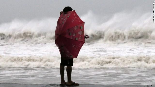 Chùm ảnh bão Hagupit đổ bộ vào Philippines - Ảnh 7