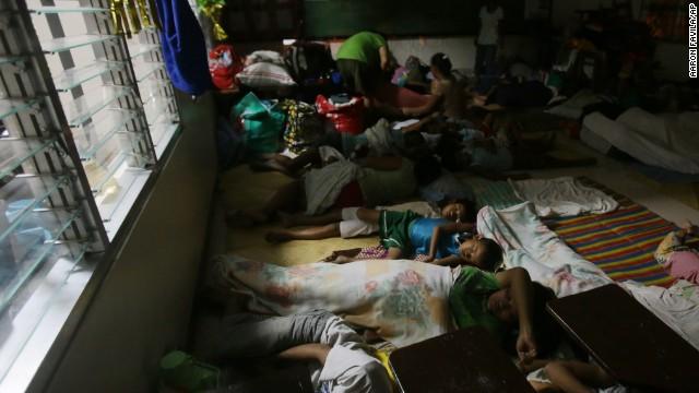 Chùm ảnh bão Hagupit đổ bộ vào Philippines - Ảnh 9